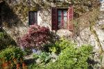 Vooraanzicht Franse woning met planten