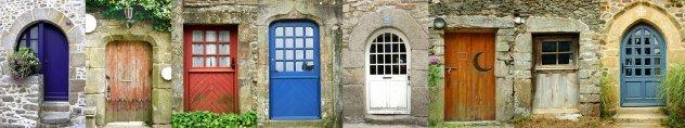Verzameleing oude huisdeuren  Frankrijk