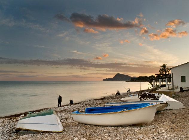 Strand met vissers in  Griekenland