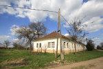 Huisje aan de rand van een Hongaars dorp