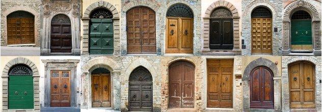 voordeuren oude huizen  italie