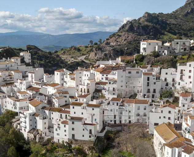 Gezicht op  Spaans dorp Casares