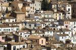 Uitzicht op Spaans dorp in de bergen