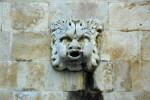 Saterkop op muur in Kroatie