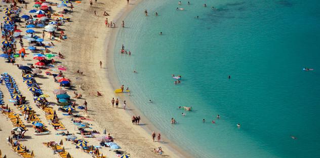 Strand aan de Costa Blanca, Spanje