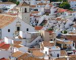 Uitzicht op het witte stadje Colmenar in de Spaanse provincie Málaga in de regio Andalusië