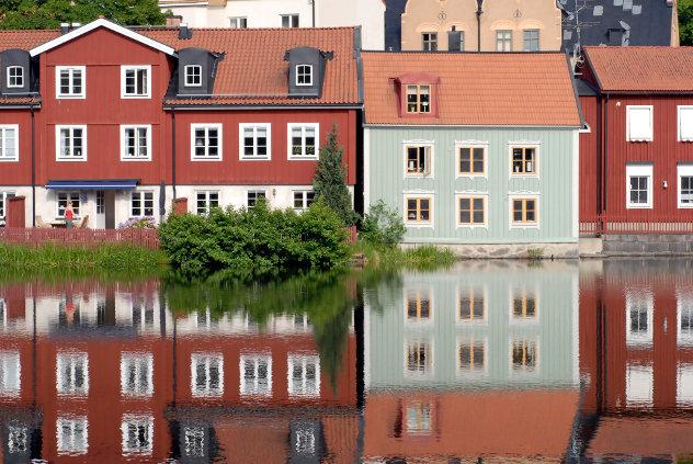 Zweedse huisjes aan het water